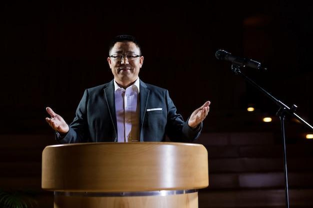 Business executive giving a speech Free Photo