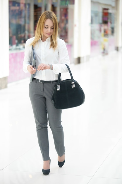 Business girl in a hurry Free Photo