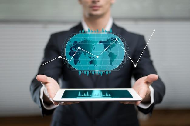 男性が示したホログラムのビジネスグラフ Premium写真