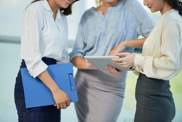 Business ladies with tablet computer Free Photo