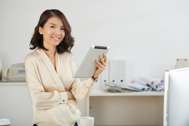 Business lady with tablet computer Free Photo