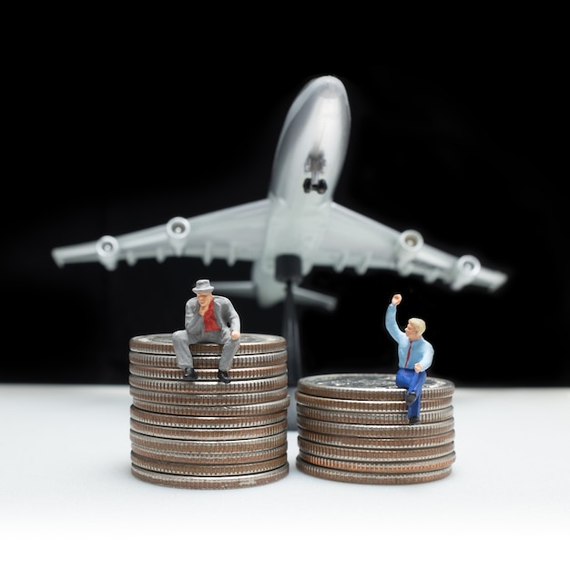 Business man miniature figure concept idea to success business with coin Premium Photo