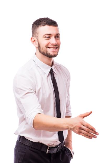 악수를 위해 손을 주어서 환영을 말하는 비지니스 맨, 흰 벽에 고립 된 손에 초점 무료 사진