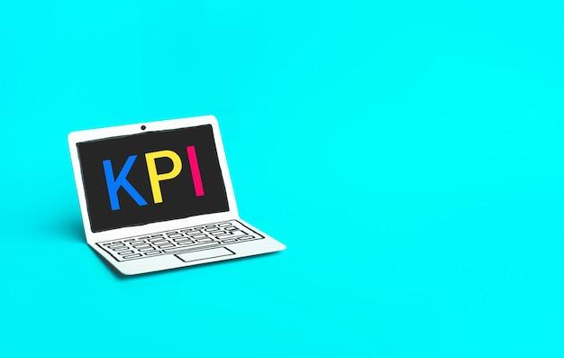 종이 모형 노트북에 Kpi 텍스트가있는 비즈니스 마케팅 개념 프리미엄 사진