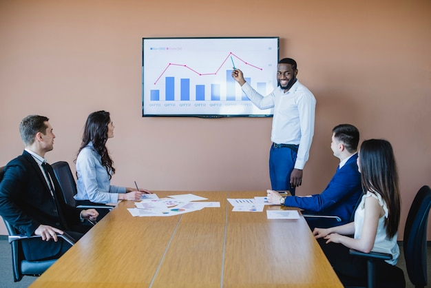 Business meeting with graph Free Photo