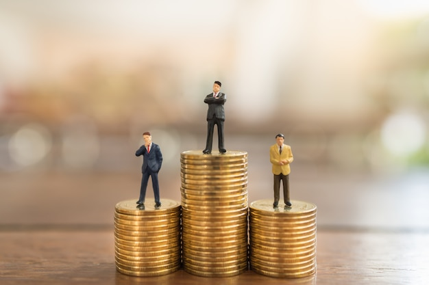 business-money-investment-planning-concept-close-up-group-businessman-miniature-people-figure-standing-stack-gold-coins-wooden-table_105035-835.jpg (626×417)