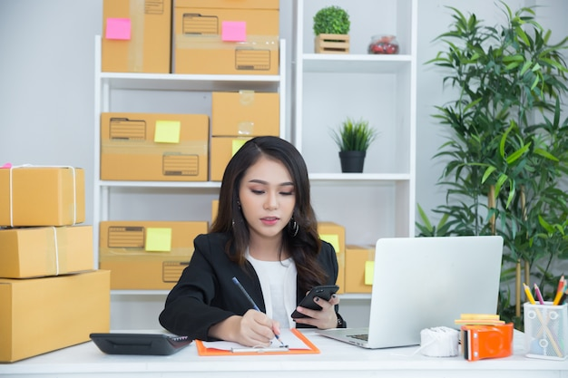 Business owner working at home office Free Photo