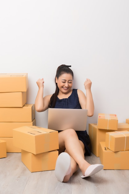 Business owner working with boxes Free Photo