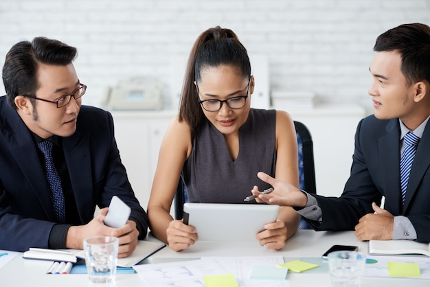Business partners working on project together in office Free Photo