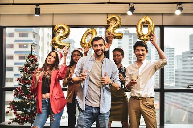 사업 사람들 축하 새해 2020 프리미엄 사진