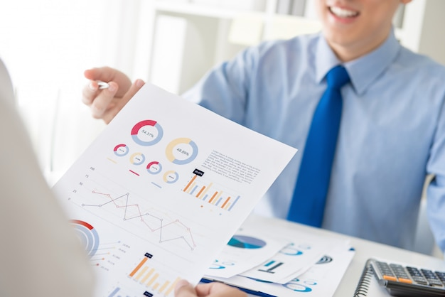 Business people discussing financial analysis chart Premium Photo