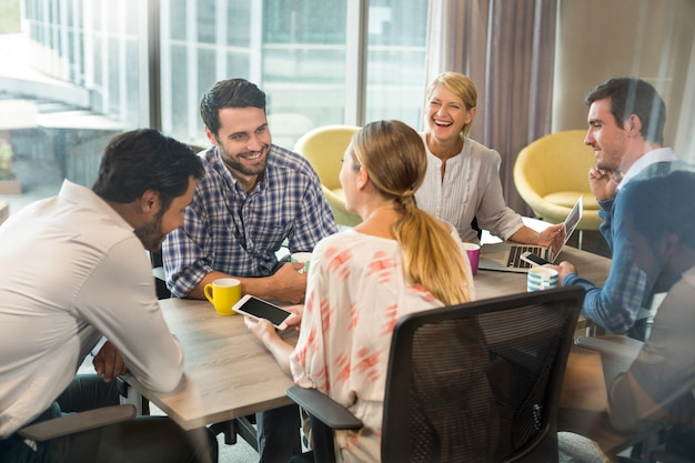 Business people interacting during a meeting Premium Photo