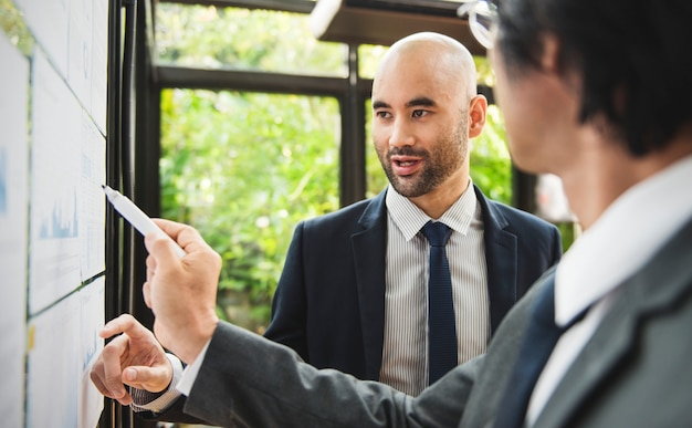 Business people in a presentation Premium Photo