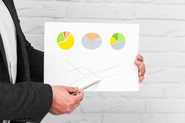Business people showing charts and statistics Free Photo