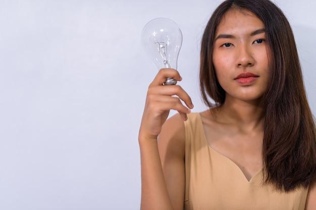 Деловые люди думают, идеи лампы Premium Фотографии