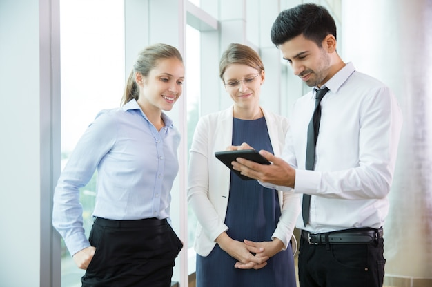 Business people using tablet 1 Free Photo