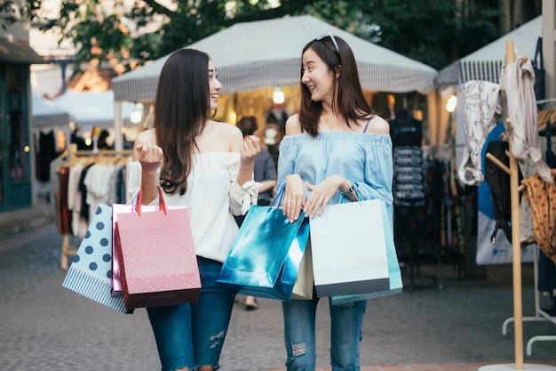 Business shopping situation idea concept. Premium Photo