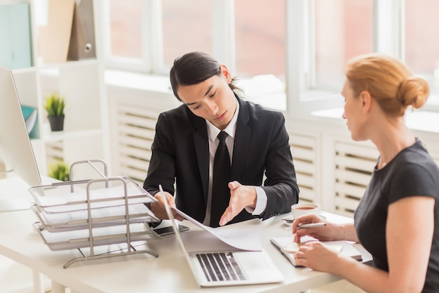 Business team analyzing work results Free Photo
