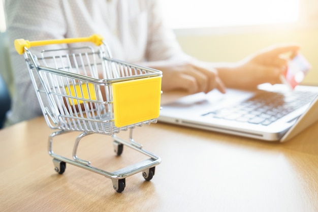Business theme internet online shopping and delivery concept Free Photo