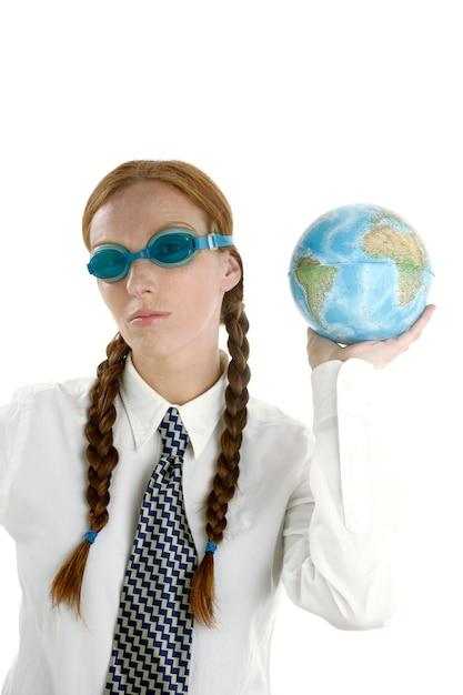 ビジネスウーマン、グーグル、世界地図 Premium写真