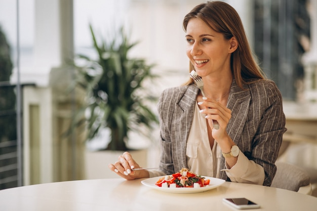 Business woman having lunch in a cafe Free Photo
