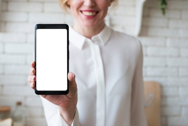 Business woman holding smartphone with blank screen Free Photo