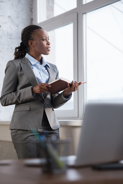 Business woman taking notes planning her day Premium Photo
