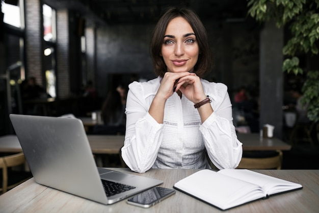 Business woman with laptop Free Photo