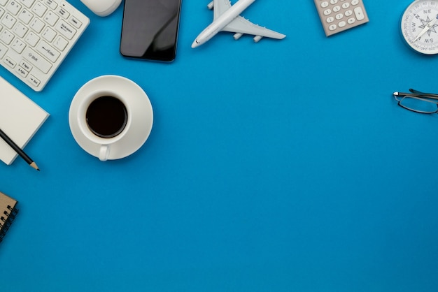 コピースペースのあるビジネスワークプレイスとビジネスオブジェクト Premium写真