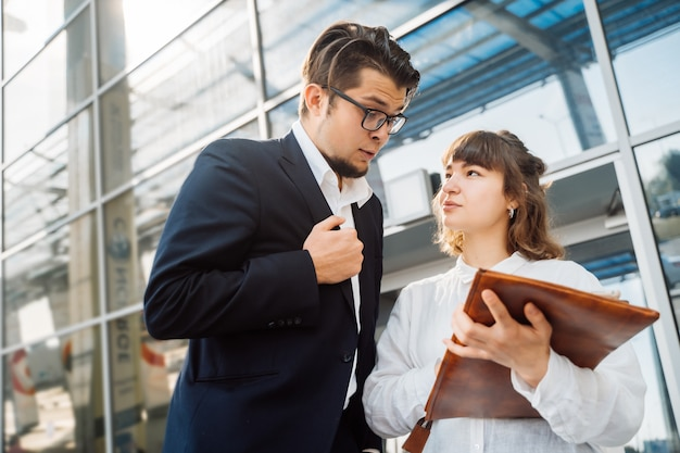 Businessman and businesswoman look at important papers Free Photo