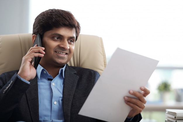 Businessman calling on phone Free Photo