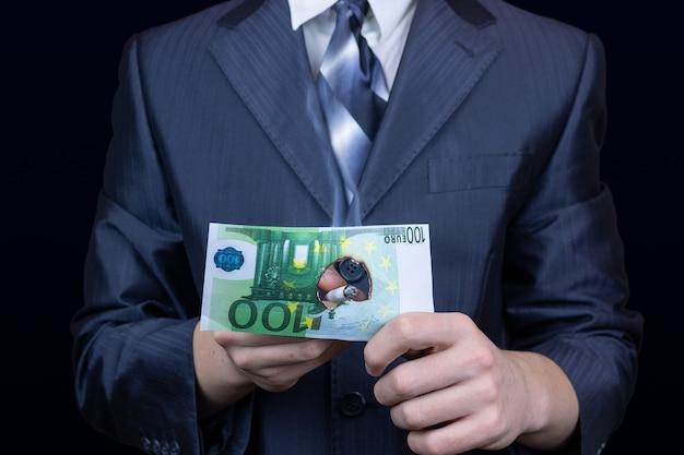 Businessman cigarette money Premium Photo