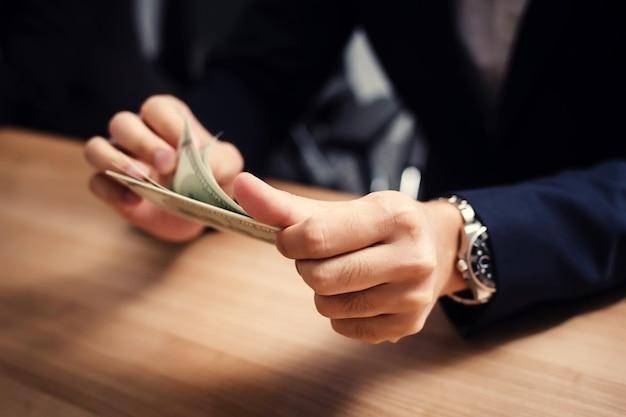 cara-mendapatkan-uang-dan-uang-pun-mencintai-anda