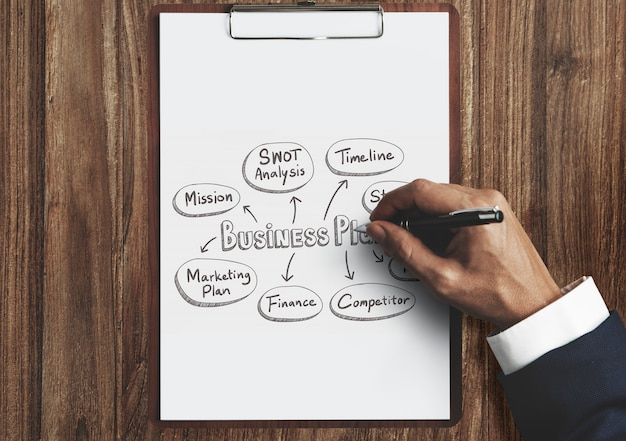 Businessman drawing a business plan Premium Photo
