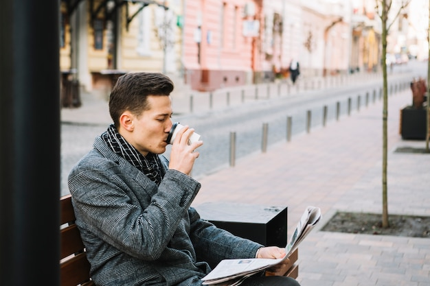 Businessman drinking coffee Free Photo