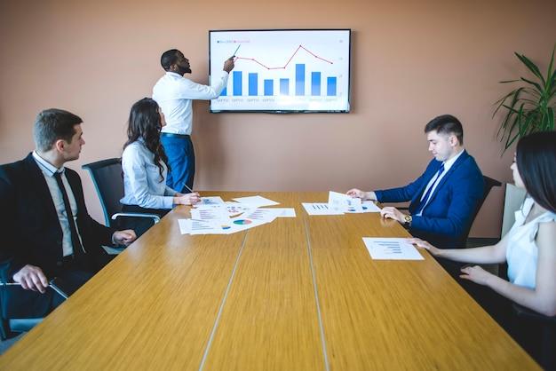Businessman explaining chart Free Photo