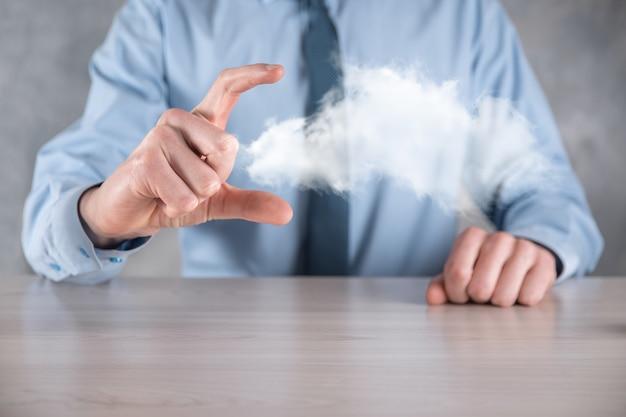 실업가 손을 잡고 구름 프리미엄 사진