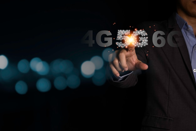 Businessman hand pointing 5g signal infographic with black background and bokeh Premium Photo