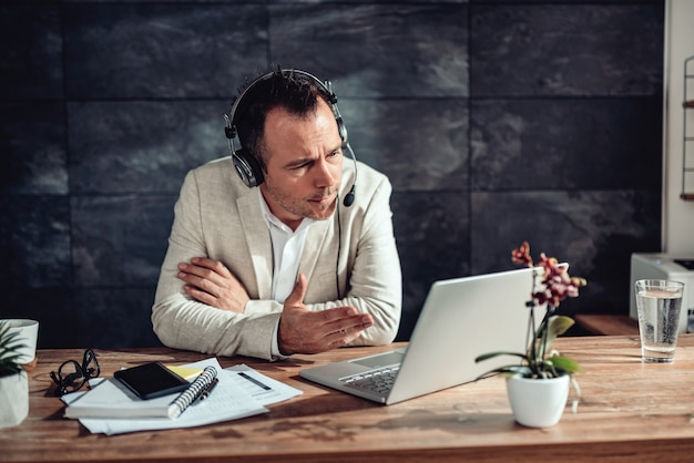 Businessman having online meeting in his office Premium Photo