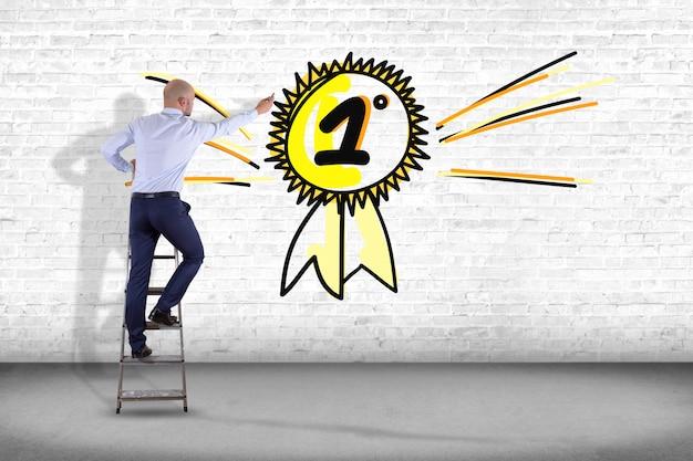 手で壁の前で実業家、ナンバーワンの報酬を描画 Premium写真
