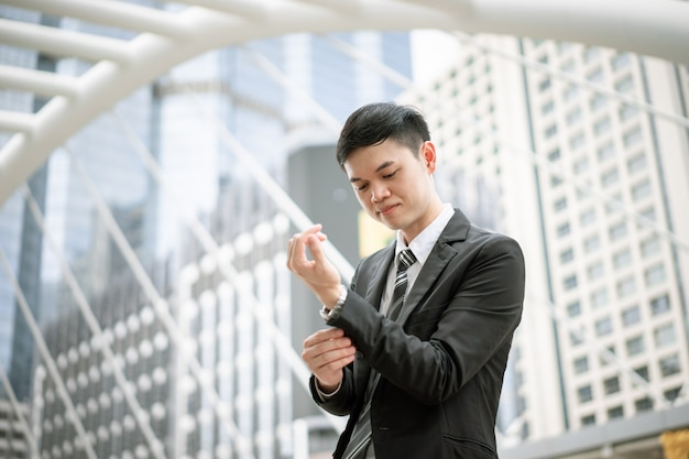 A businessman is ready to work. he is checking the neatness of the suit, necktie and shirt. today he has a job interview. he want to success in his life and work. Premium Photo