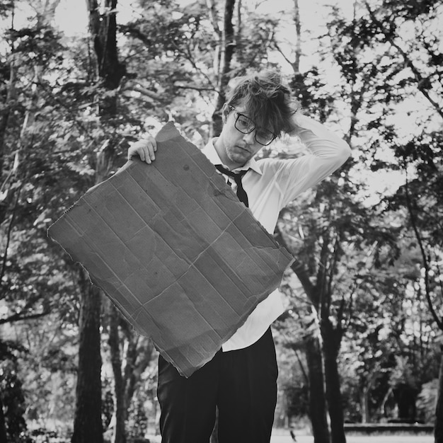Businessman lost confusion cardboard copy space concept Premium Photo