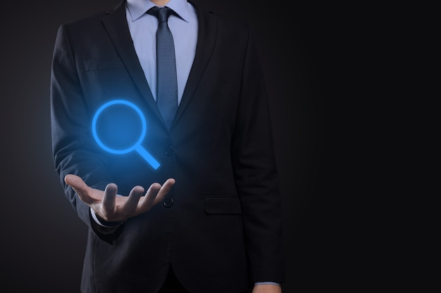 사업가, 남자 잡고 손에 돋보기 아이콘 프리미엄 사진