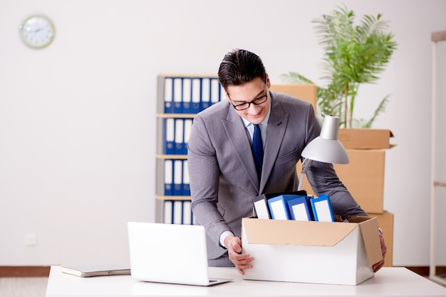 Businessman moving offices after promotion Premium Photo