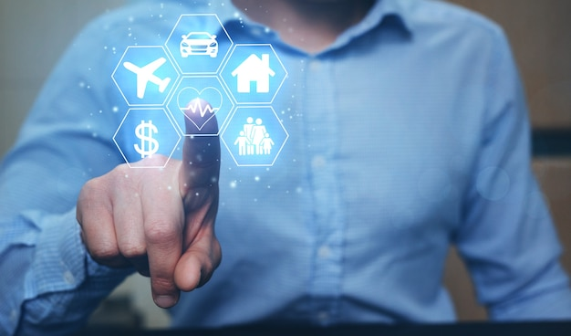 デジタルアイコン車、旅行、家族、生活、家、金融を指すビジネスマン。 Premium写真