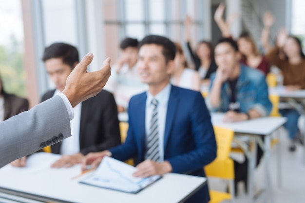 Businessman presentation in a conference meeting room Premium Photo