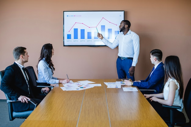 Businessman presenting chart in meeting Free Photo