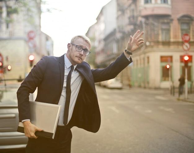 Businessman running to a meeting Premium Photo