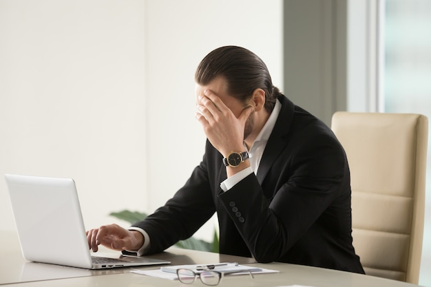Businessman searching way out from difficult situation Free Photo