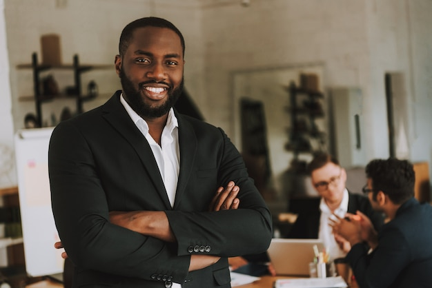 Businessman with arms crossed is smiling. Premium Photo